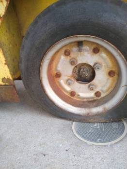 cushman_minute_miser_xxx_7_tire_and_wheel_00_20190410.jpg